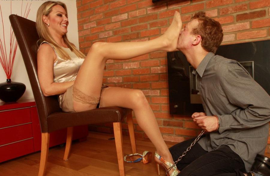 Целуем ножки немецкой госпоже — 7